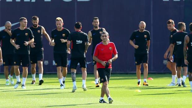 Ernesto Valverde, nuevo DT de Barcelona, durante un entrenamiento