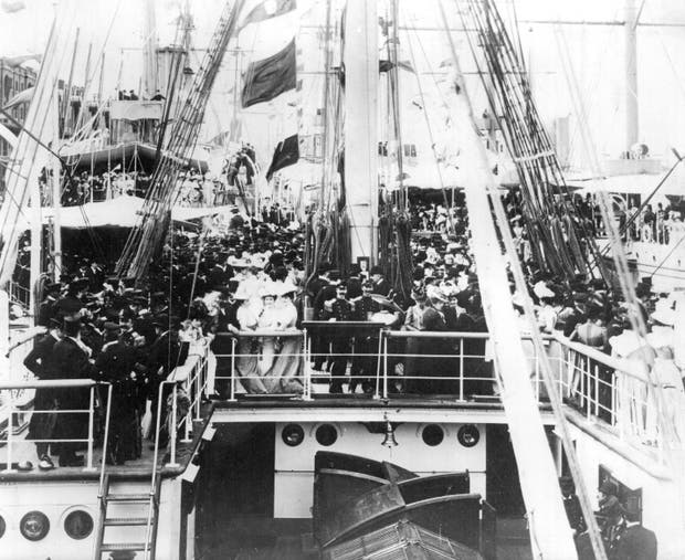 Partida de la fragata en su primer viaje, el 12 de enero de 1899. Arribó al dique 4 de Puerto Madero el 30 de septiembre de 1900