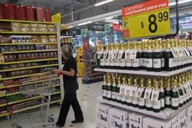 Los supermercados acordaron con el Gobierno congelar los precios durante 60 días