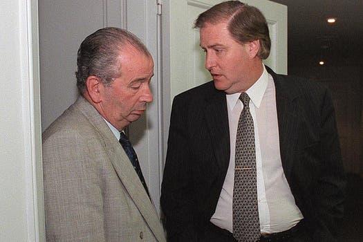 Con Angel Toma luego de una reunión por la violencia en el fútbol el 9 de diciembre de 1998. Foto: Archivo