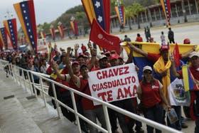 Cerca de 14 kilómetros de colas se formaron para rendir culto a Hugo Chávez
