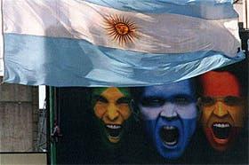 La bandera es de los raros signos que toleran tempestades y abusos sin deslucirse ni prostituirseFoto: Ricardo Pristupluk