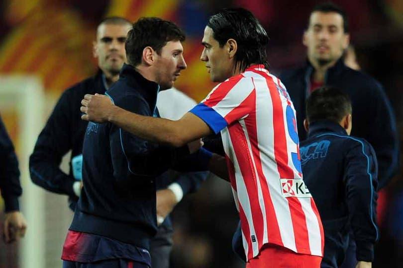 El saludo de Messi con Falcao. Foto: AFP