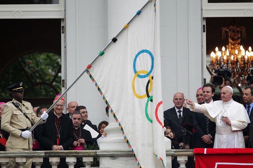 Personalidades destacadas del mundo del deporte acompañaron al Papa durante la ceremonia en el Palacio de la Ciudad. Foto: Reuters