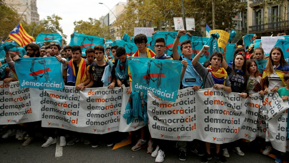 Estudiantes marchan por la calles de Barcelona. Foto: Reuters / Jon Nazca