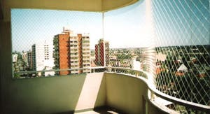 el sistema tradicional que se usa para las de balcones es una malla metlica ondulada de xcm soldada a un bastidor perimetral de planchuela