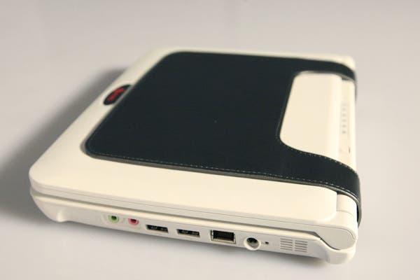 La netbook con su batería de seis celdas