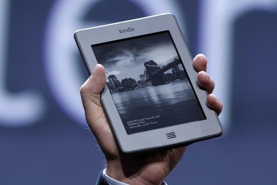 El Kindle Touch en detalle, que combina la tecnología de tinta electrónica con una superficie sensible al tacto. Foto: Reuters