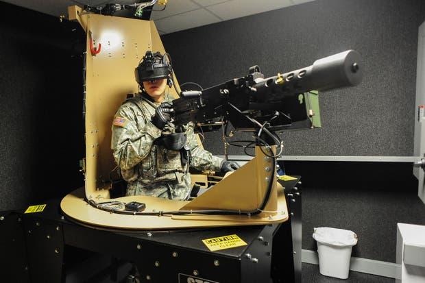Cullen Rocha entrena con un equipamiento de realidad virtual. EE.UU. ya cuenta con diversos simuladores que permiten poner a prueba a los soldados de la mano de la tecnología