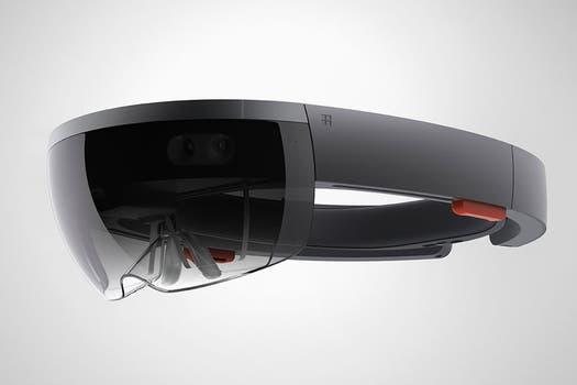 Microsoft HoloLens funciona de forma independiente, cuenta con su propia computadora equipada con sensores y su pantalla translúcida permite que el usuario mantenga la visión de su entorno. Foto: Reuters