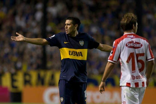 En la vuelta de Riquelme, Unión le ganó 3-1 al equipo de Bianchi en la Bombonera.  Foto:AP