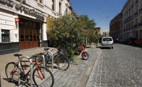 Nuevos bicicleteros en Balcarce y Belgrano, San Telmo; ya hay 4292 lugares en calles y avenidas de la ciudad