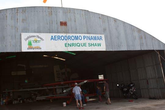 Desde el aeródromo de Pinamar salen los aviones con publicidad. Foto: LA NACION / Sebastián Rodeiro