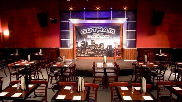 En Nueva York, Gotham Comedy Club funciona desde 1996