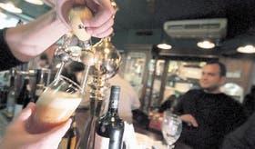 Cerveza tirada en el bar Dubliners Irish Pub, en Palermo