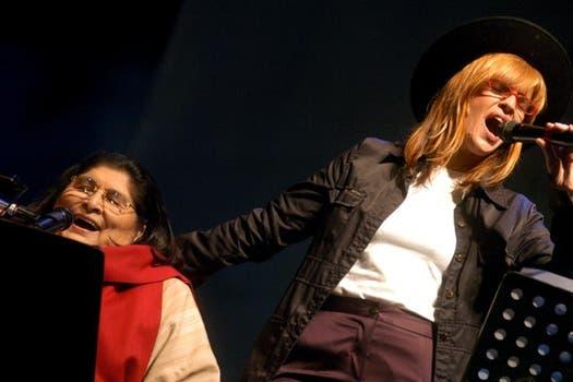 También la artista supo mezclarse con otros géneros musicales. En la foto, junto a Fabiana Cantilo.. Foto: Archivo
