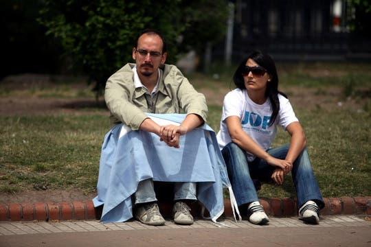 La incredulidad de la gente fue una de las postales en la Plaza de Mayo. Foto: LA NACION / Silvana Colombo