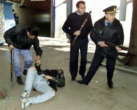 El comisario Fanchiotti, en el momento de la masacre