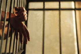 La ley impulsada por Scioli pretende negar la excarcelación a quienes porten armas ilegalmente