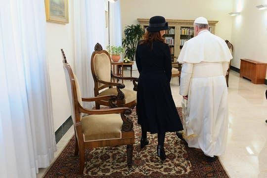 Francisco recibió cálidamente a Cristina en la residencia Santa Marta. Foto: Télam
