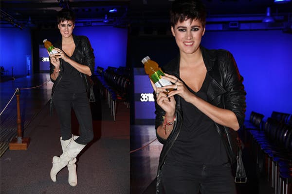 En BAAM, Bernardita Barreiro posó para las cámaras toda de negro, con unas botas blancas de gamuza. ¿Te gusta su estilo?. Foto: Feedback PR
