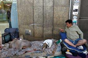Pechito vivía con sus perros en Santa Fe y Scalabrini Ortiz