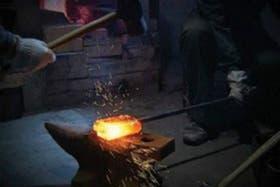El sable de la espada katana suele recibir 3000 golpes de martillo para ser elaborado
