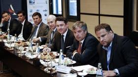 Mamet se reunió con empresarios para preparar el terreno político y económico