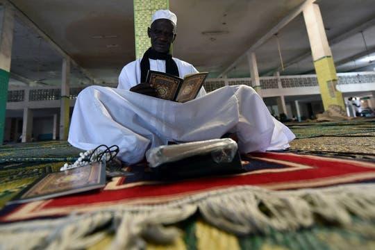El ayuno en el mes de Ramadán se realiza en las horas de sol; solamente se puede comer antes del amanecer y después del atardecer. Foto: AFP