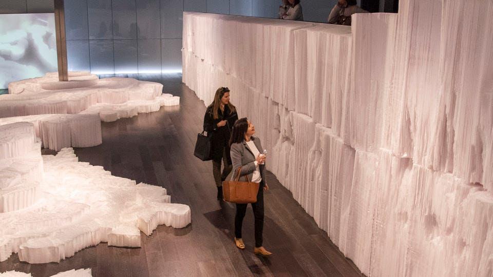 El mar de papel de Andrea Moccio en el CCK Gza. Prensa