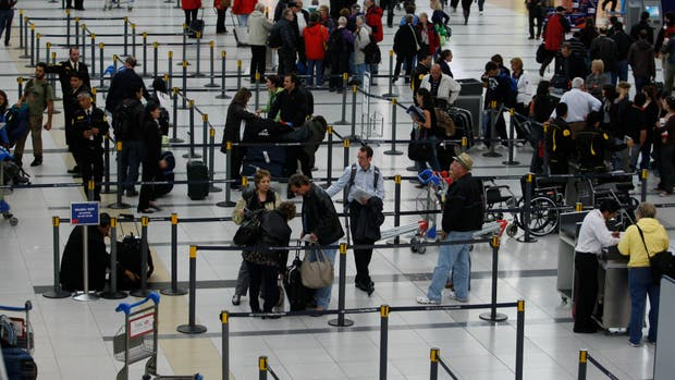 Viajes a Estados Unidos: los trámites de migraciones podrán hacerse en Ezeiza