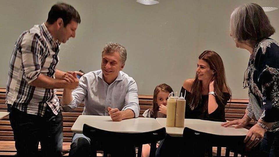 Mauricio Macri, Juliana Awada y su hija Antonia llamaron la atención en una hamburguesería en Olivos Gentileza Diego Sturla