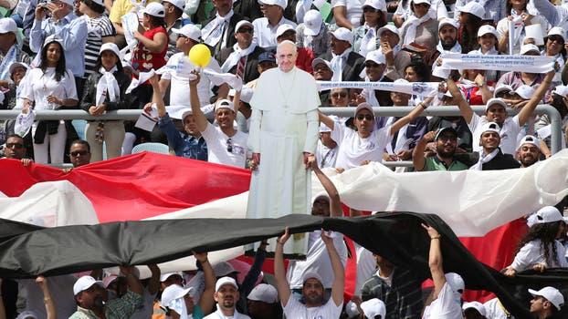 Los 15.000 asistentes tenían banderas de Egipto y del Vaticano y uno incluso mostró la silueta del Papa hecha en cartón.