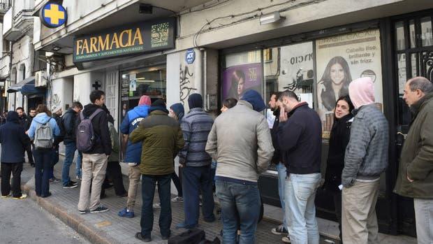 Colas para comprar marihuana en las farmacias uruguayas