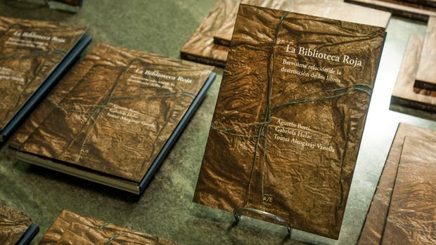 Uno de los libros de la biblioteca sepultada