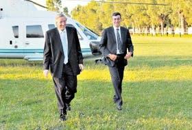 Kirchner y Randazzo bajan del helicóptero presidencial en Avellaneda