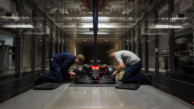 Técnicos de Williams trabajan en uno de los tantos laboratorios. Sus avances serán aplicados luego a distintas áreas