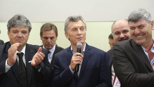 Forte, el presidente Macri y Buryaile en el stand en el Ipcva