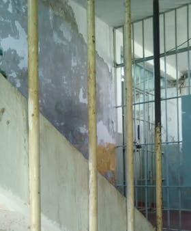 El aumento de la población penitenciaria, junto al deterioro de algunos establecimientos, genera condiciones indignas de alojamiento