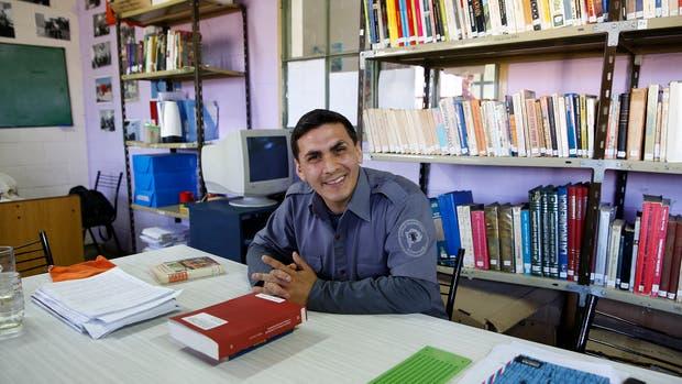 Rodrigo Altamirano tiene 33 a?os y es agente penitenciario desde los 21