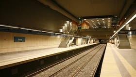 La estación Flores (línea A) se terminó en 2007; no se estrenó porque le faltaban cocheras; hoy sigue vacía