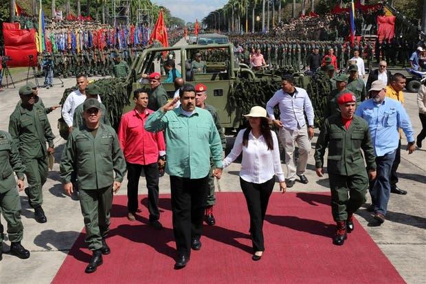 Maduro, junto a su esposa, encabezó un acto militar en Campo de Carabobo