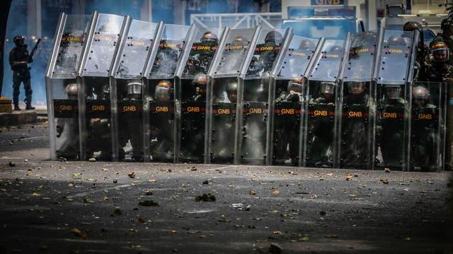 Miles de personas marchan contra el gobierno de Nicolás Maduro en Caracas. Foto: AP / Fernando Llano