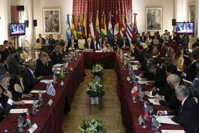 Los presidentes de la Unasur consideran que no se respetó el debido proceso de juicio político