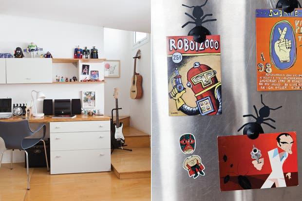 En la escalera por la que se accede al baño se ubicó la guitarra eléctrica, mientras que la criolla se colgó de un soporte comprado en una casa de música; al fondo un cuadro de José Luis Anzízar.  /Magalí Saberian