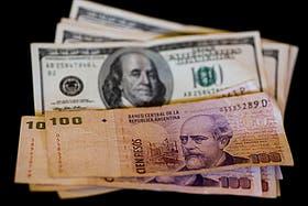 El dólar oficial sube medio centavo y el blue se mantiene estable en el inicio de la semana