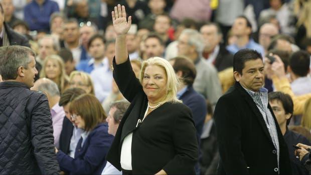 Carrió le pidió a La Cámpora que no use la violencia y el Gobierno le respondió