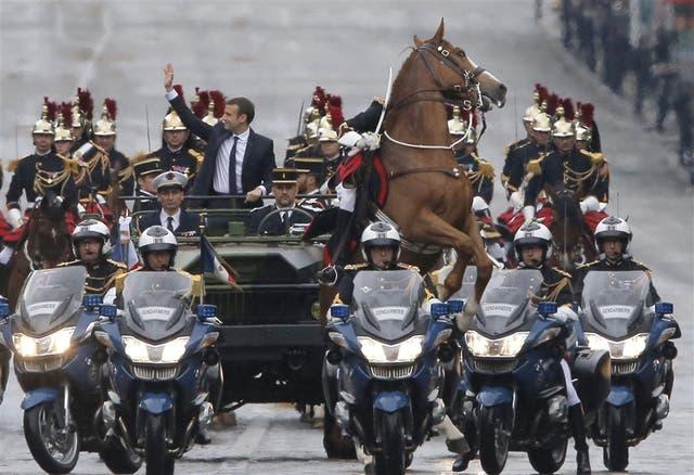 El desfile del presidente por Champs Elysees