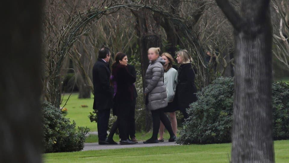 La Princesa Cathariana-Amalia junto a familiares y amigos despiden los restos de Jorge Zorreguieta en el cementerio Memorial de Pilar. Foto: LA NACION / Fernando Massobrio