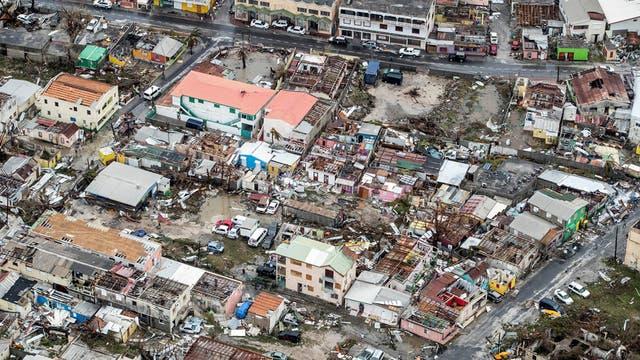 Uno de los ciclones de nombre Katia avanza sobre el golfo de México